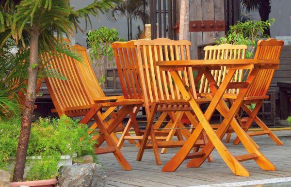 Чем покрыть деревянную мебель