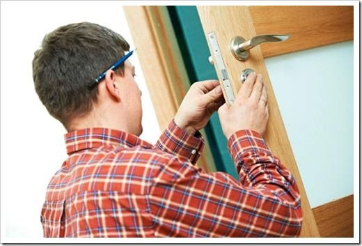 Установка дверей при ремонте до укладки ламината