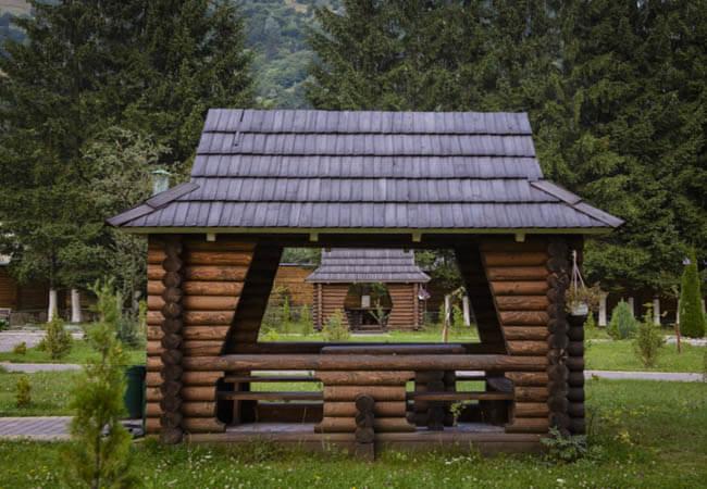 Дачные постройки. Домики для колодцев