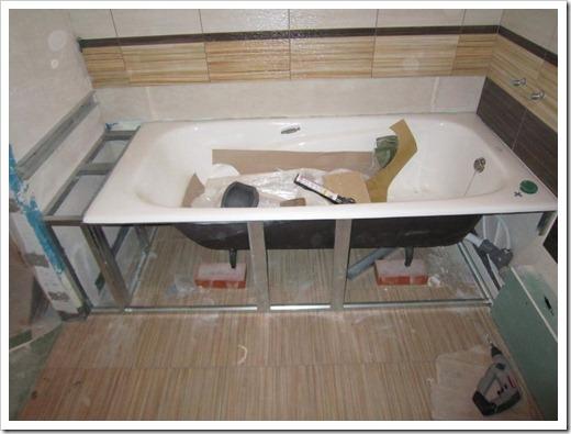 Подготавливаем полы в ванной