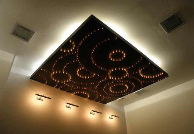 Настенные светодиодные светильники в интерьере комнаты
