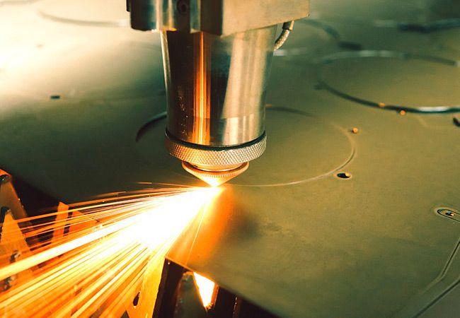 Особенности и преимущества процедуры лазерной гравировки на металле
